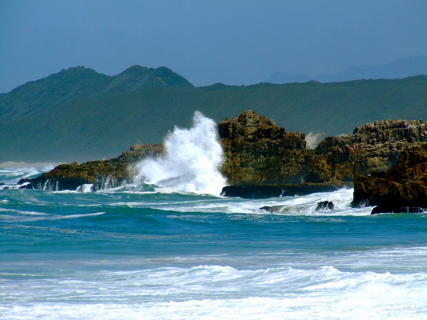 indian ocean breakers breaking against rocks knysna